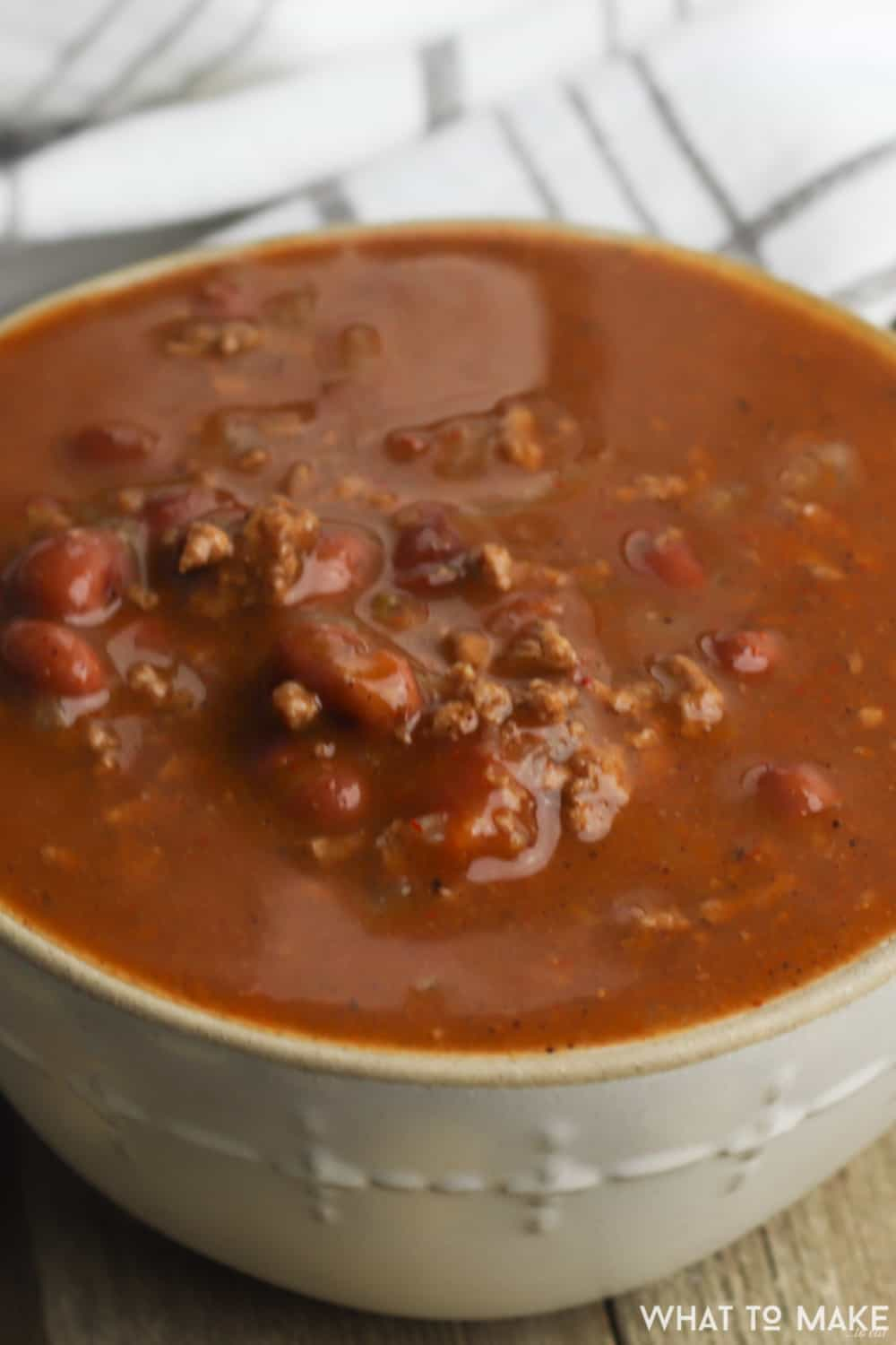 A simple 30-minute recipe for making chili in a pressure cooker.
